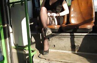 גרביונים מהבהבים באוטובוס