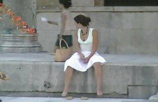 רוח נושבת חצאית טי שירט אישה בהריון מזדיינת