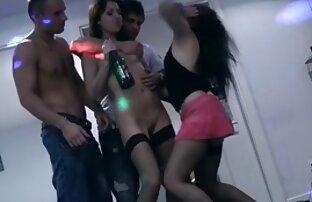 תלמידיה הצעירים במסיבה נדפקים חזק בתחת. סרטי סקס חינם רופא
