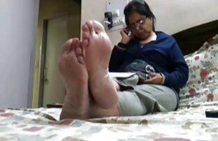 רגליים חמות גלויות (כפות רגליים, בהונות,) איך מוצצים זין