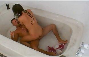 איטלקי עם בעל בשירותים עם מצלמה נסתרת סרטון מציצה