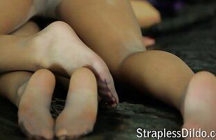משחק בשמן עם דילדו. סרטי סקס למבוגרים חינם