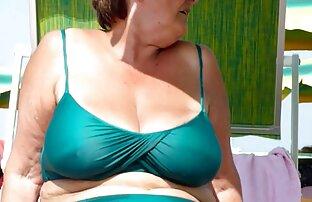 אמא מרגלת על החוף, נשים ערומות בהריון