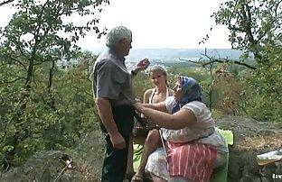 מציצן בלונדיני עם זוג זקנים. בחורות יפות בעירום מלא