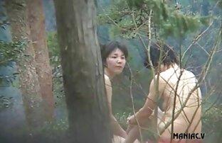 נשים מתרחצות עירומות נקיות